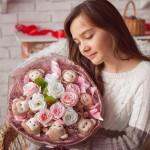 Что стоит купить на подарок девушке
