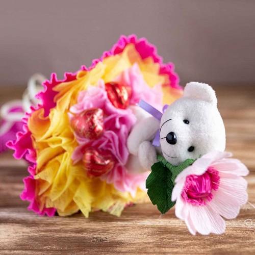 """Букет из конфет и мишки с цветком """"Бесподобный мишка"""""""
