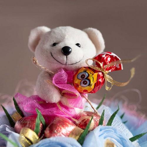 """Букет из конфет с мишкой """"Love is""""-1"""