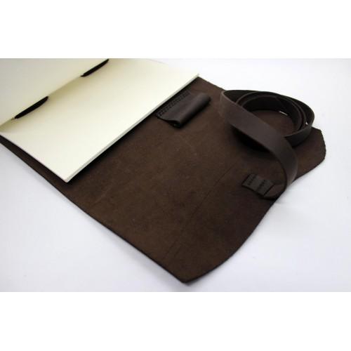 Кожаный блокнот формата A5 Comfy Strap Dark Brown в коробочке-7