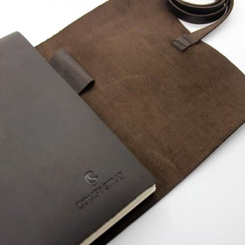 Кожаный блокнот формата A5 Comfy Strap Dark Brown в коробочке-4