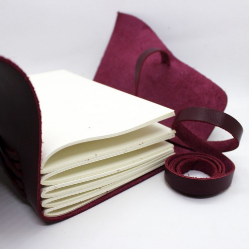 Кожаный блокнот формата B6 Comfy Strap Bordo-3