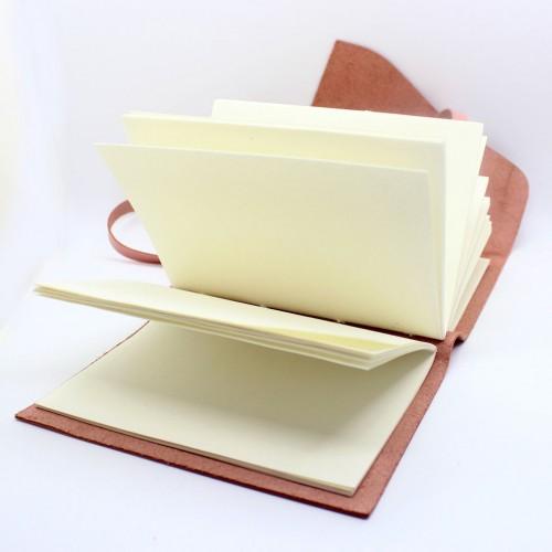 Кожаный блокнот формата A5 Comfy Strap Dolly в коробочке-5