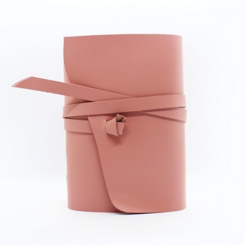 Кожаный блокнот формата A5 Comfy Strap Dolly в коробочке-2