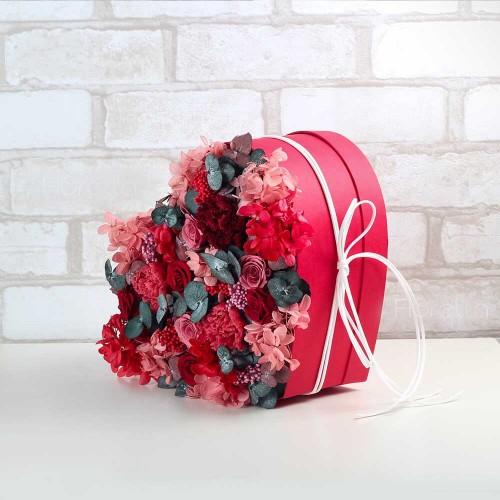 """Букет из живых стабилизированных цветов в коробке-сердце """"На вершине чувств"""""""