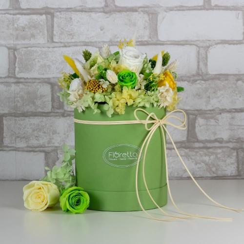 """Букет """"Весеннее настроение"""" - живые стабилизированные цветы в круглой коробке-1"""