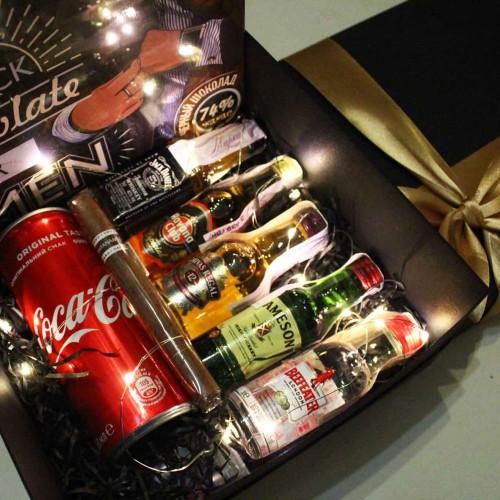 Набір подарунковий алкогольний з мініпляшечками, сигарою і шоколадом для чоловіків MegaBar ►Franklin-4