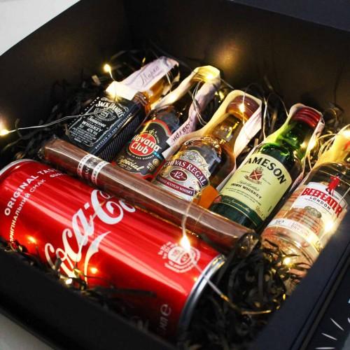 Набір подарунковий алкогольний з мініпляшечками, сигарою і шоколадом для чоловіків MegaBar ►Franklin-6