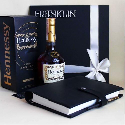 Деловой подарочный набор для мужчин с коньяком Hennessy и кожаным блокнотом ▶Presentable-1