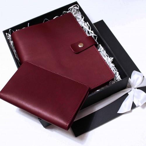 Набір з блокнотом та обкладинкою для документів з бордової шкіри