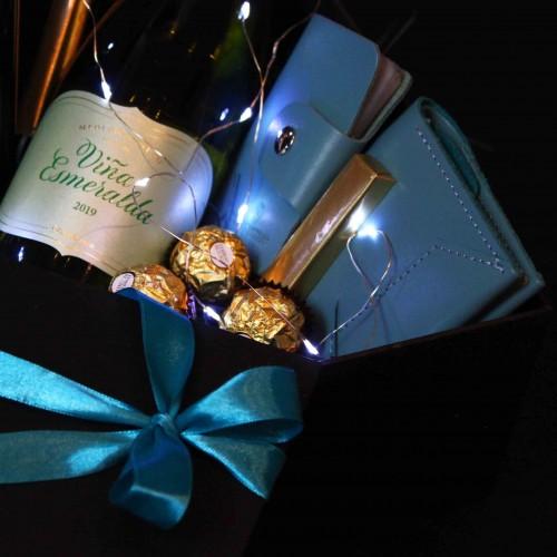 Жіночий подарунковий бокс з вином та шкіряними аксесуарами ►Esmeralda від Franklin-5