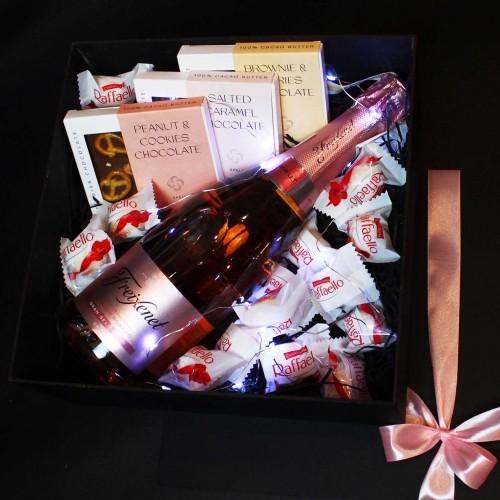 Жіночий подарунковий бокс з ігристим вином та солодощами ►Rosita від Franklin-3