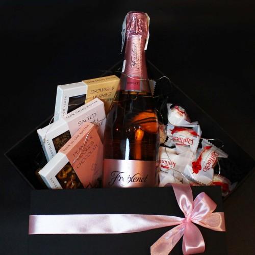 Жіночий подарунковий бокс з ігристим вином та солодощами ►Rosita від Franklin-4