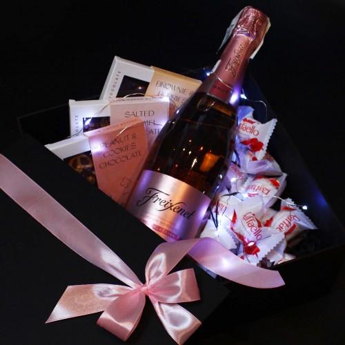 Жіночий подарунковий бокс з ігристим вином та солодощами ►Rosita від Franklin-1