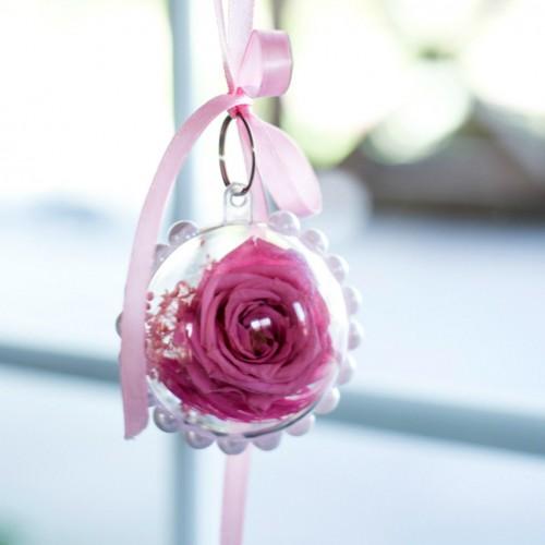 Брелок с долговечной розовой розой и сухоцветом-1