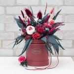 Шикарный букет в коробке или живая роза в колбе - выбор безупречного вкуса