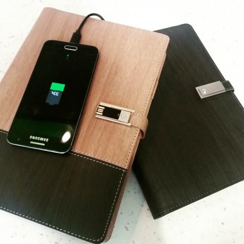Ежедневник со встроенным PowerBank, USB-выходами и флешкой Combi-2
