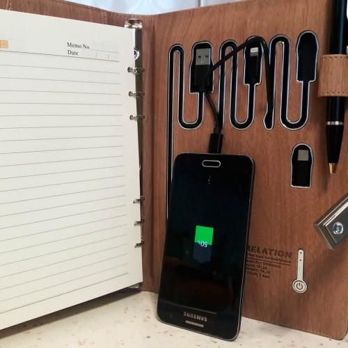 Ежедневник со встроенным PowerBank, USB-выходами и флешкой Combi-6