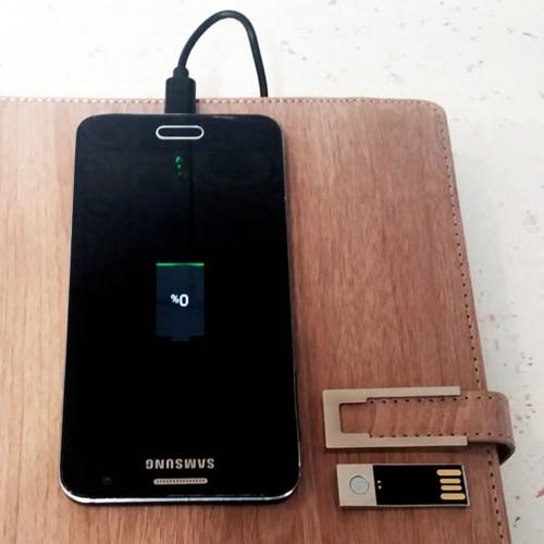 Ежедневник со встроенным PowerBank, USB-выходами и флешкой Combi-3
